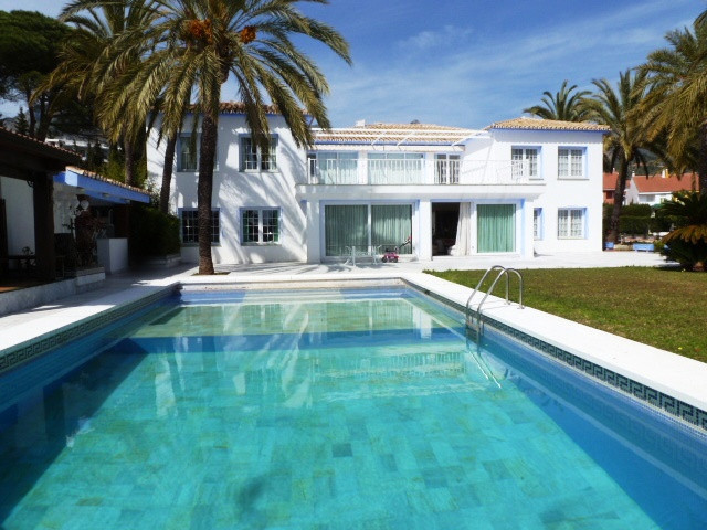 Villa 11 Dormitorios en Venta Marbella