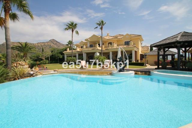 5-bed-Detached Villa for Sale in Benahavís