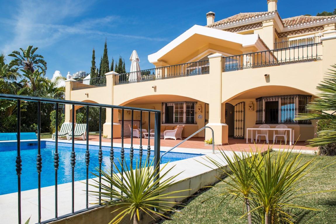 6-bed-Detached Villa for Sale in La Quinta