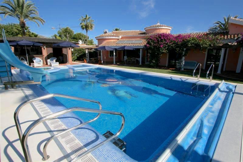 4-bed-Detached Villa for Sale in Benalmadena Costa
