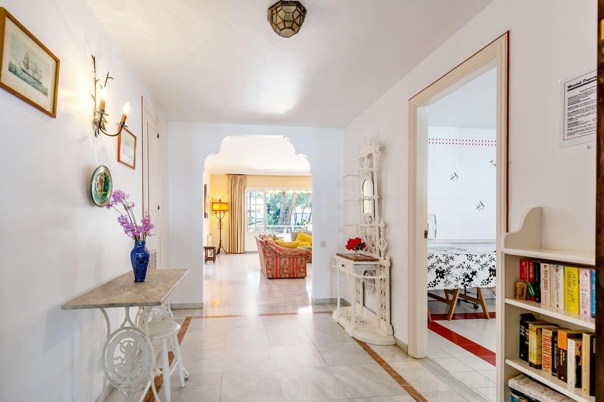 Apartamento con 5 Dormitorios en Venta Estepona