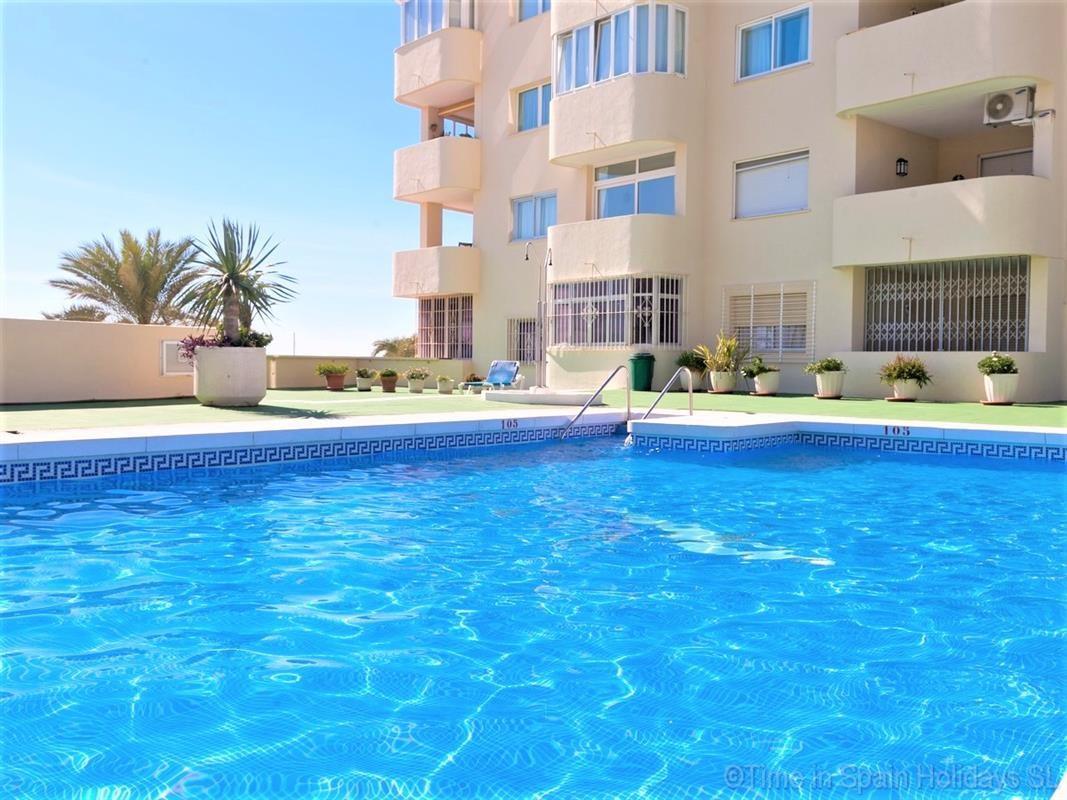 Apartament na parterze na sprzedaż w Estepona R3341680