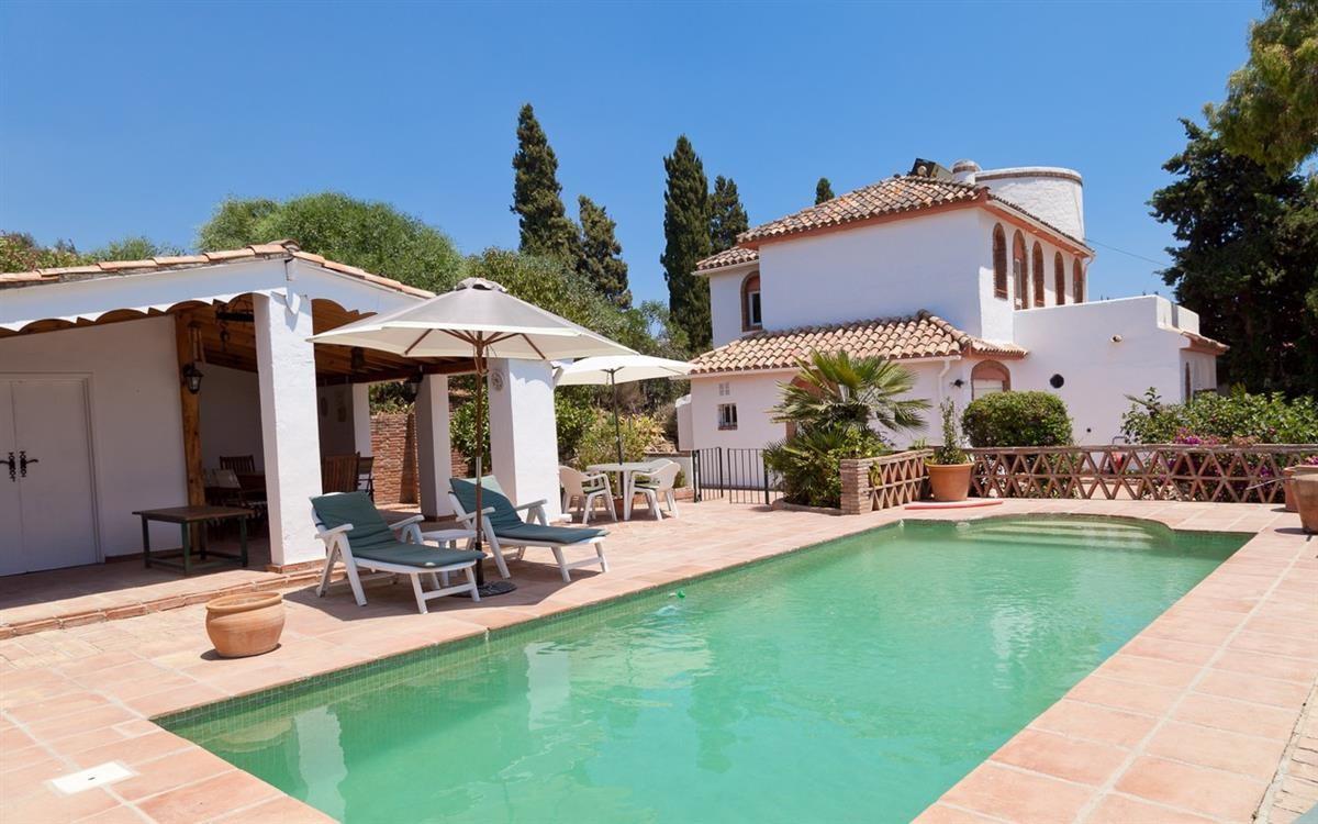 Detached Villa in Estepona R2776094