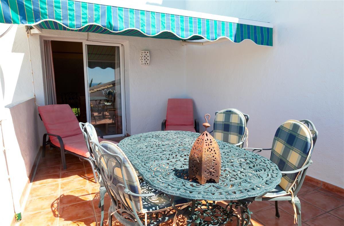 Apartment Middle Floor Estepona Málaga Costa del Sol R3328825 8