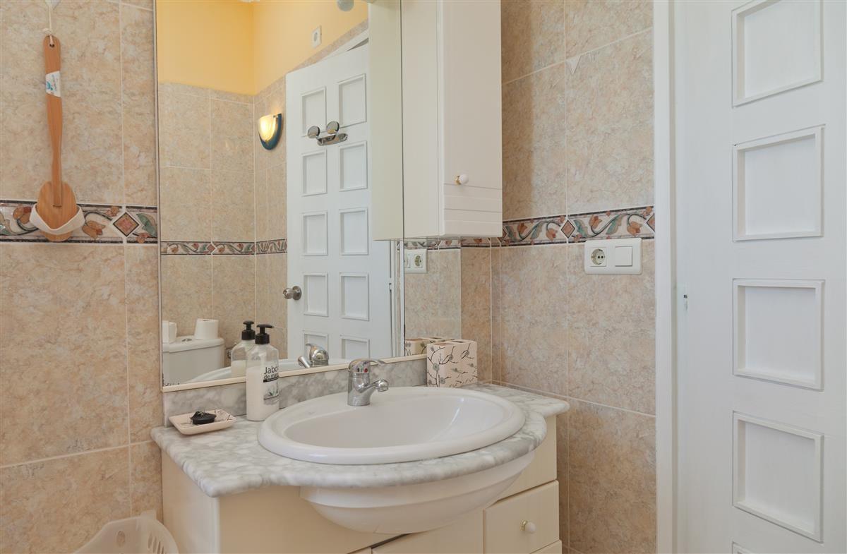 Apartment Middle Floor Estepona Málaga Costa del Sol R3328825 9