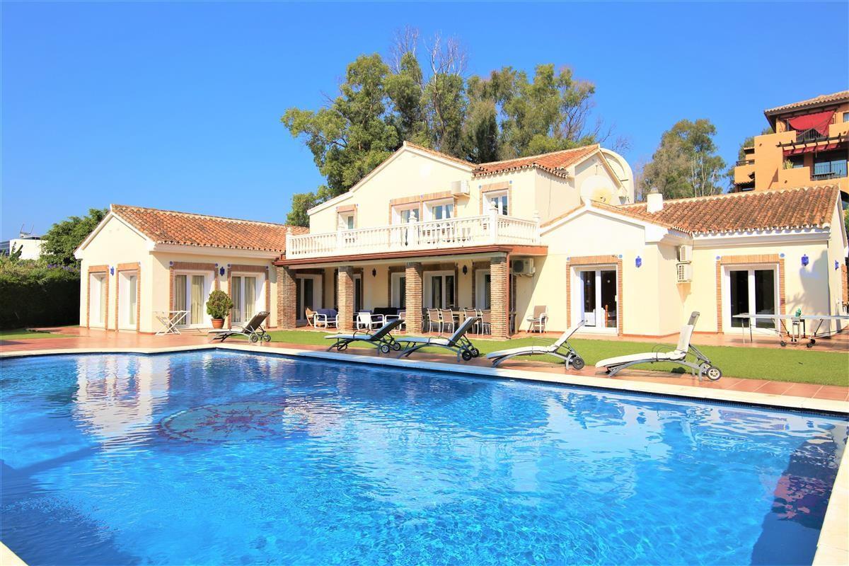 Villa Detached Estepona Málaga Costa del Sol R895269