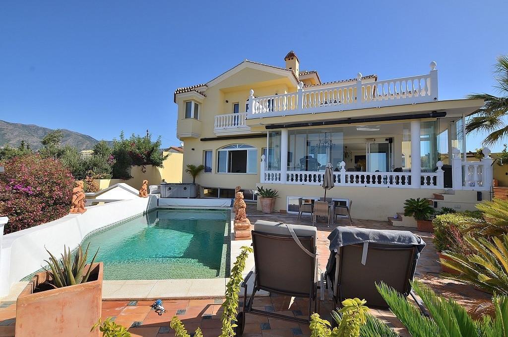 4 bed Villa for sale in Fuengirola