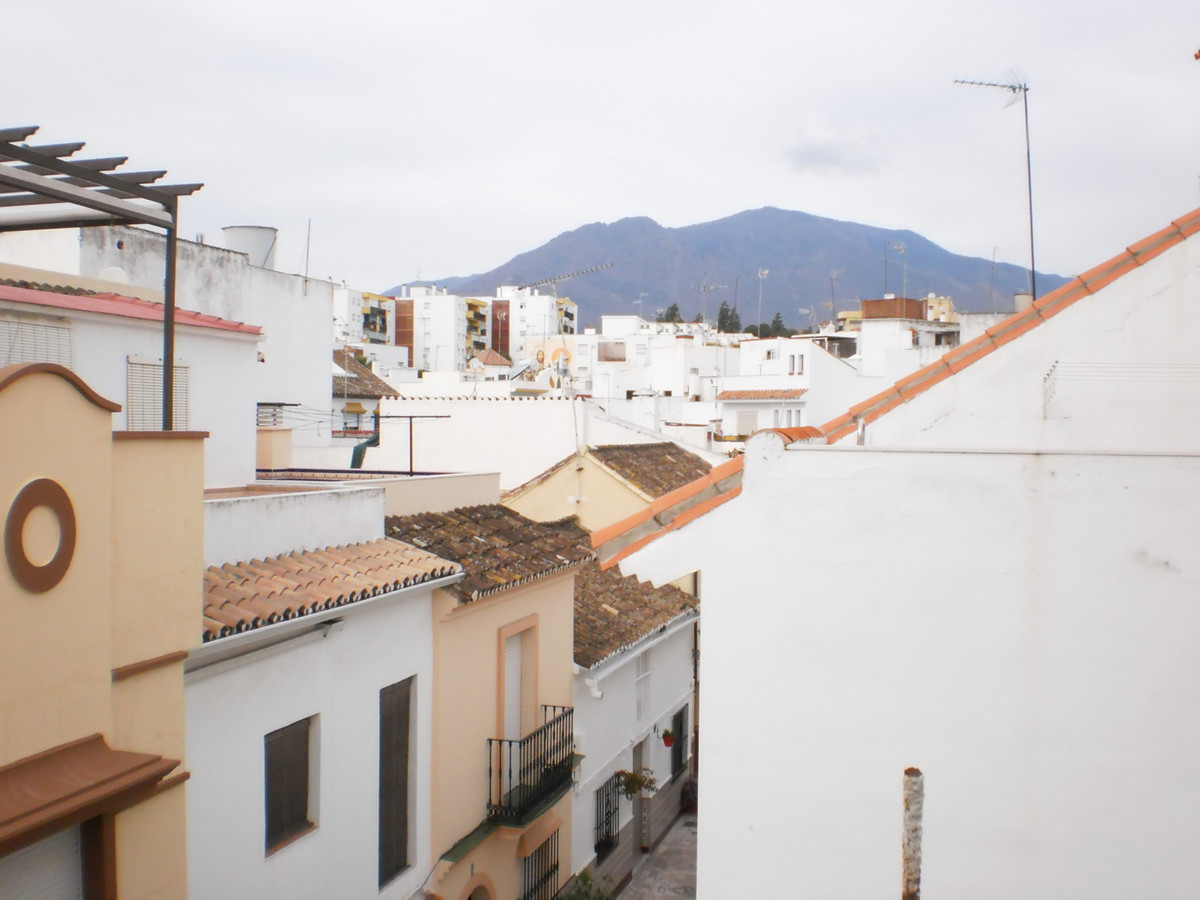 3 bed Villa for sale in Estepona