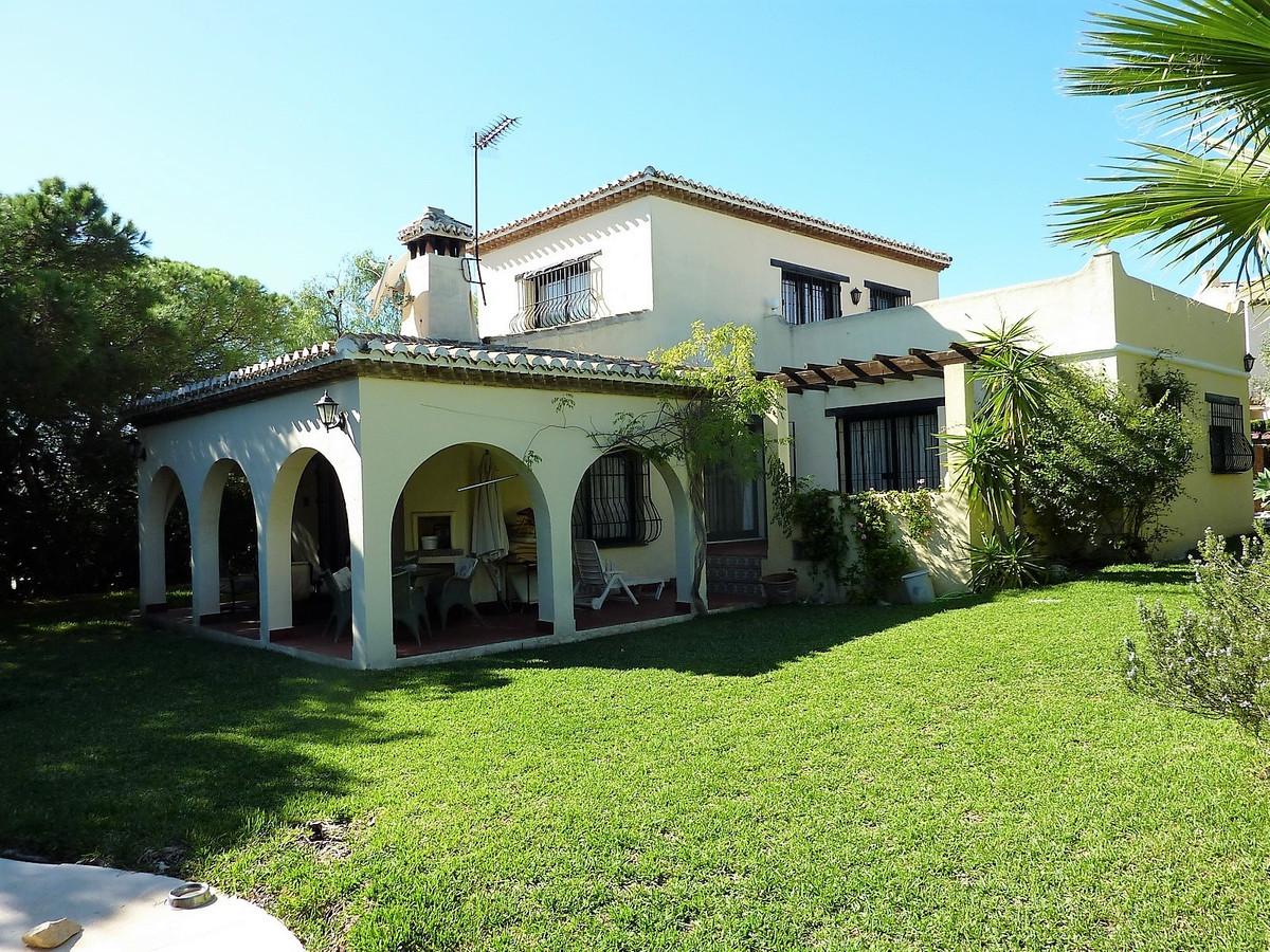 4 bed Villa for sale in Calahonda