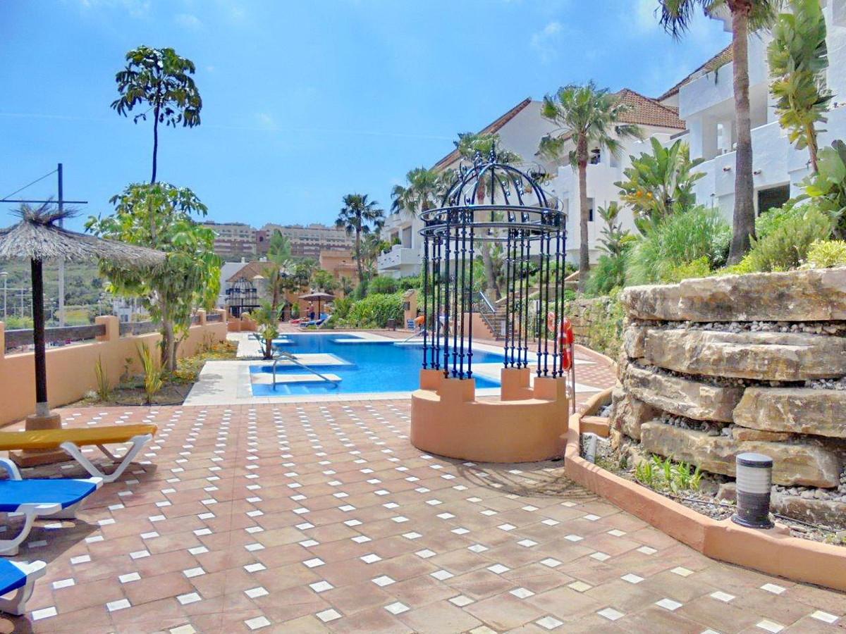 2 bed Apartment for sale in La Duquesa