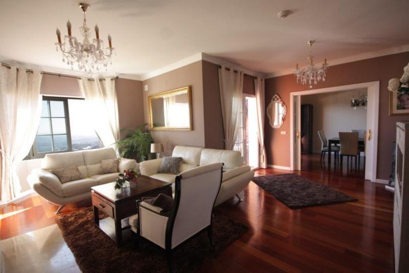 Villa con 5 Dormitorios en Venta La Mairena