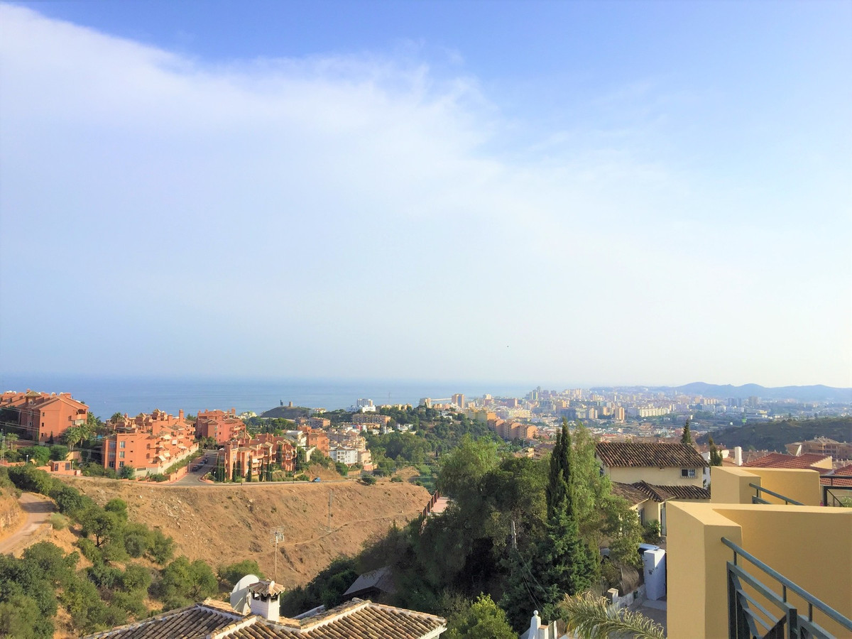 Townhouse in upper part of Torreblanca, Fuengirola. The house is built in four levels. Large garage ,Spain