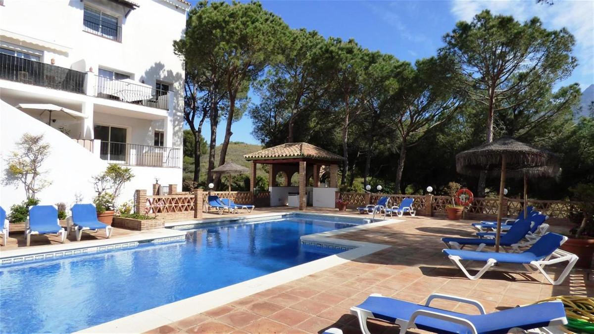 Middle Floor Apartment, Nueva Andalucia, Costa del Sol. 2 Bedrooms, 2 Bathrooms, Built 90 m&sup2,Spain