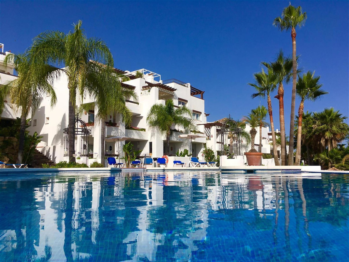 Middle Floor Apartment, Nueva Andalucia, Costa del Sol. 2 Bedrooms, 2 Bathrooms, Built 121 m², Terra,Spain