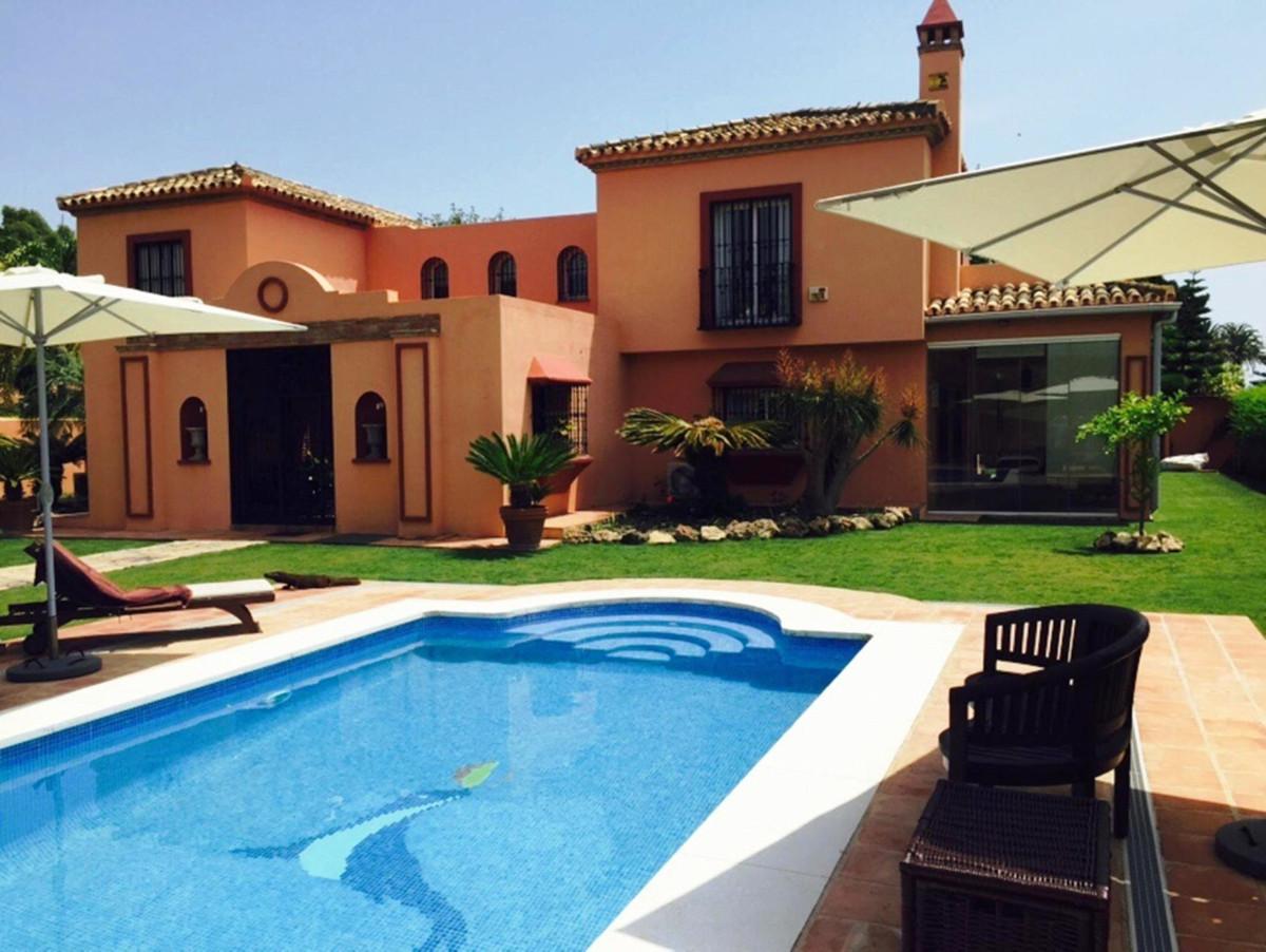 Villa Til salgs i Guadalmina Baja R2431580