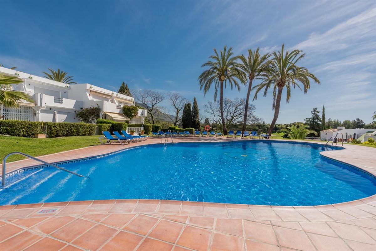 Townhouse, Nueva Andalucia, Costa del Sol. 2 Bedrooms, 2 Bathrooms, Built 142 m².  Setting : Frontli,Spain