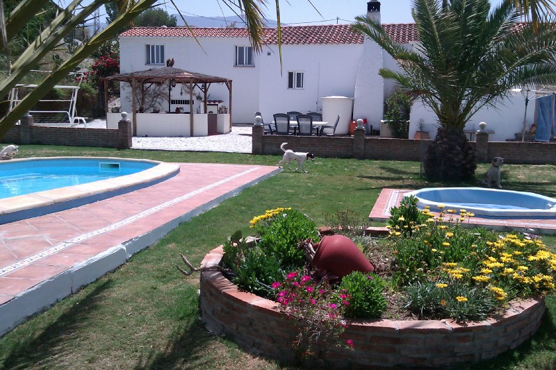 Villa with 2 Extra Chalets with  Rental Potential and Suitable for Horses  Alhaurin el Grande,   ,4/,Spain
