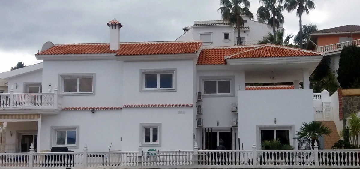 Exceptionally high quality 4 bedroom 4 bath room Individual Villa. Built by the current owners to a ,Spain