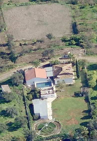Country Property with 2 separate houses, Pool, licenced Stables, Kennels, Located between the Towns ,Spain