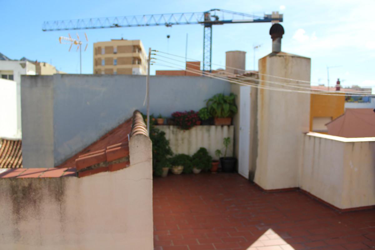 Top Floor Apartment, La Linea, Costa del Sol. 2 Bedrooms, 1 Bathroom, Built 85 m², Terrace 40 m².  S,Spain