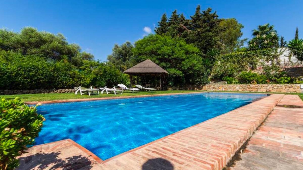 Detached Villa in Benahavís R2678405