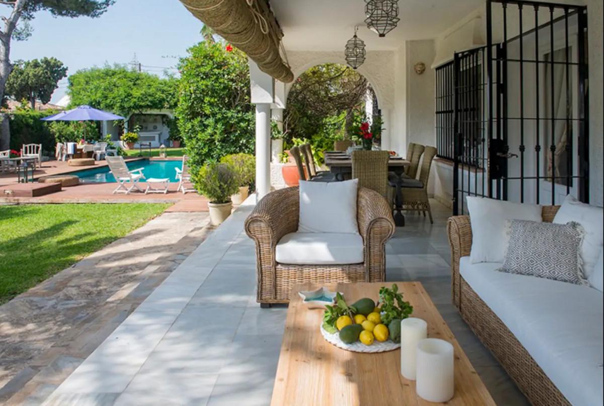 Detached Villa in Marbella R3438436