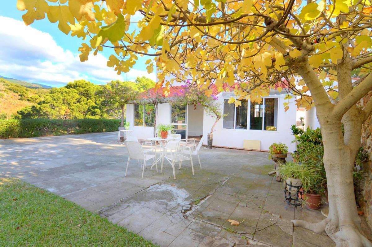 Freistehende Villa in Estepona R3062035