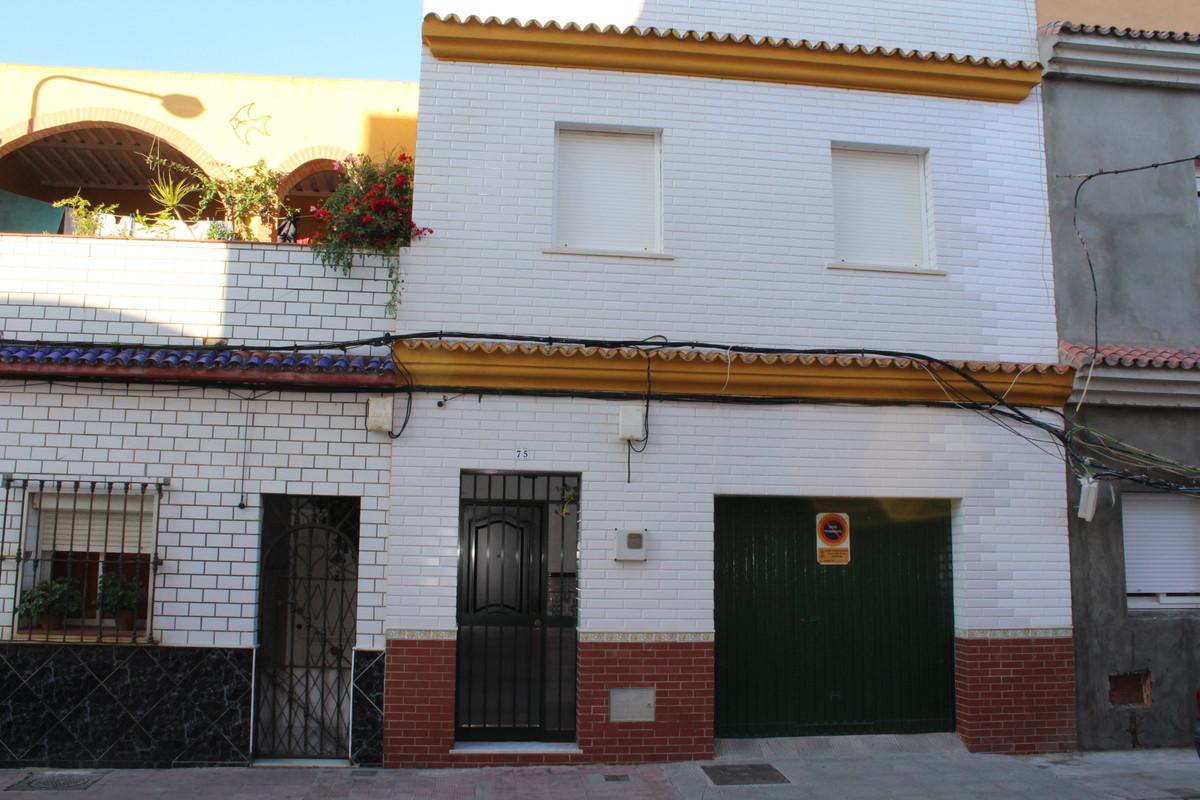 Semi-Detached House, La Linea, Costa del Sol. 3 Bedrooms, 2 Bathrooms, Built 91 m², Terrace 25 m².  ,Spain