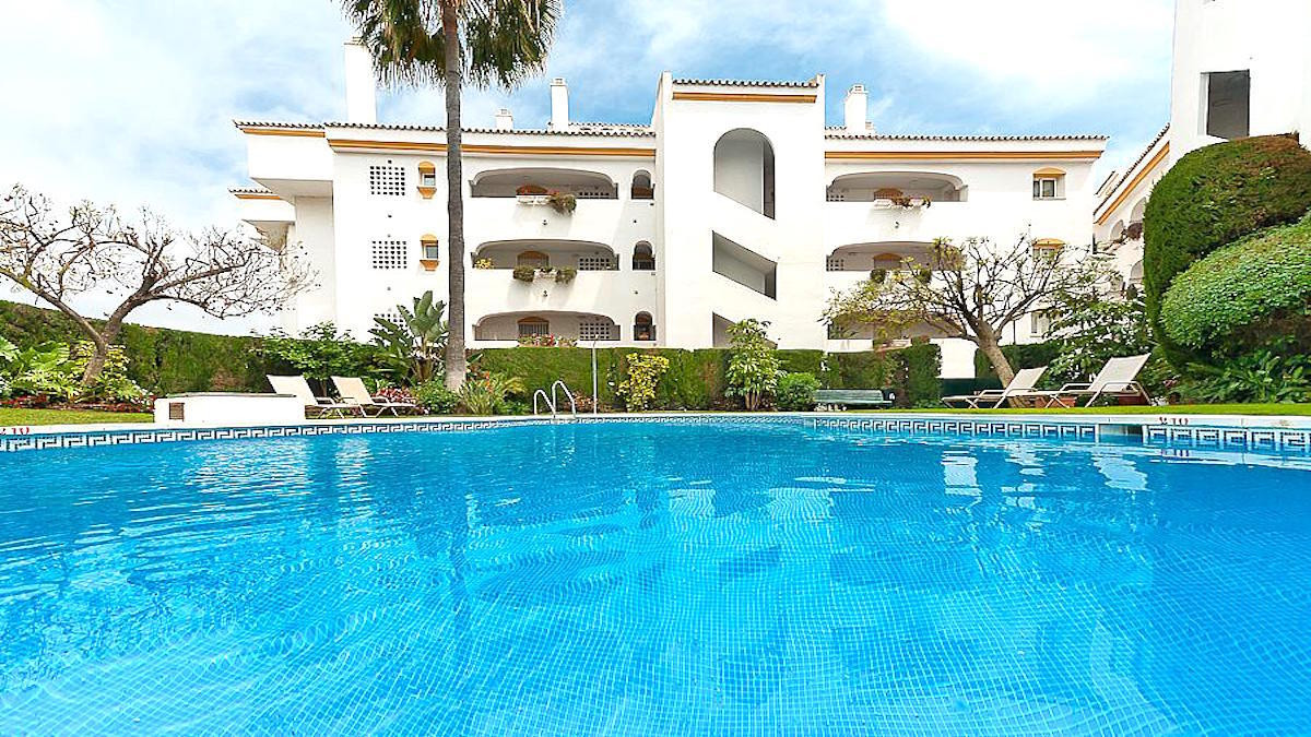 GUADALMINA BAJA - INVESTMENT  Spacious apartment with 3 bedrooms and 2 bathrooms, fully equipped kit,Spain