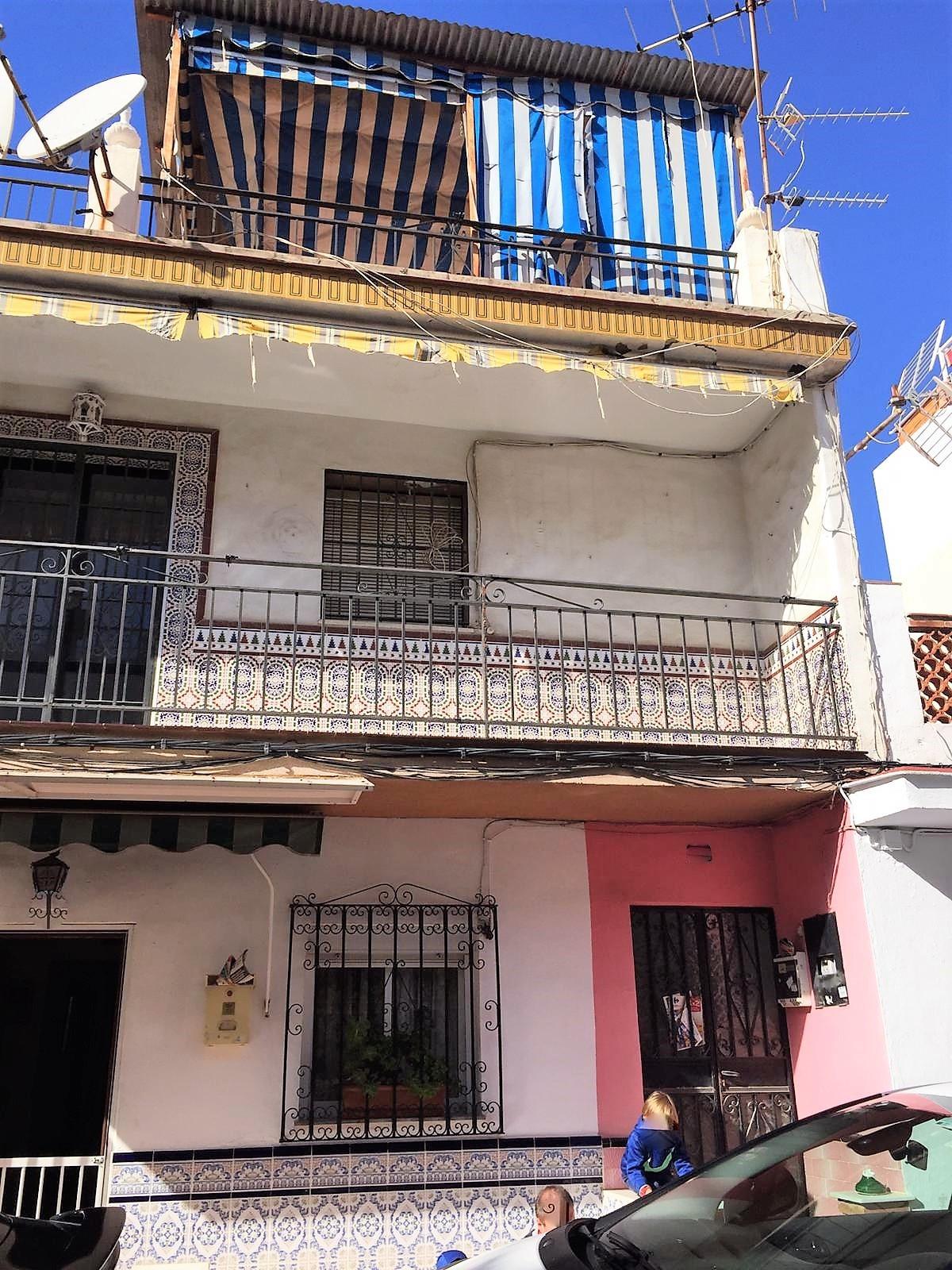 Middle Floor Apartment, Las Lagunas, Costa del Sol. 4 Bedrooms, 1 Bathroom, Built 87 m².  Setting : ,Spain