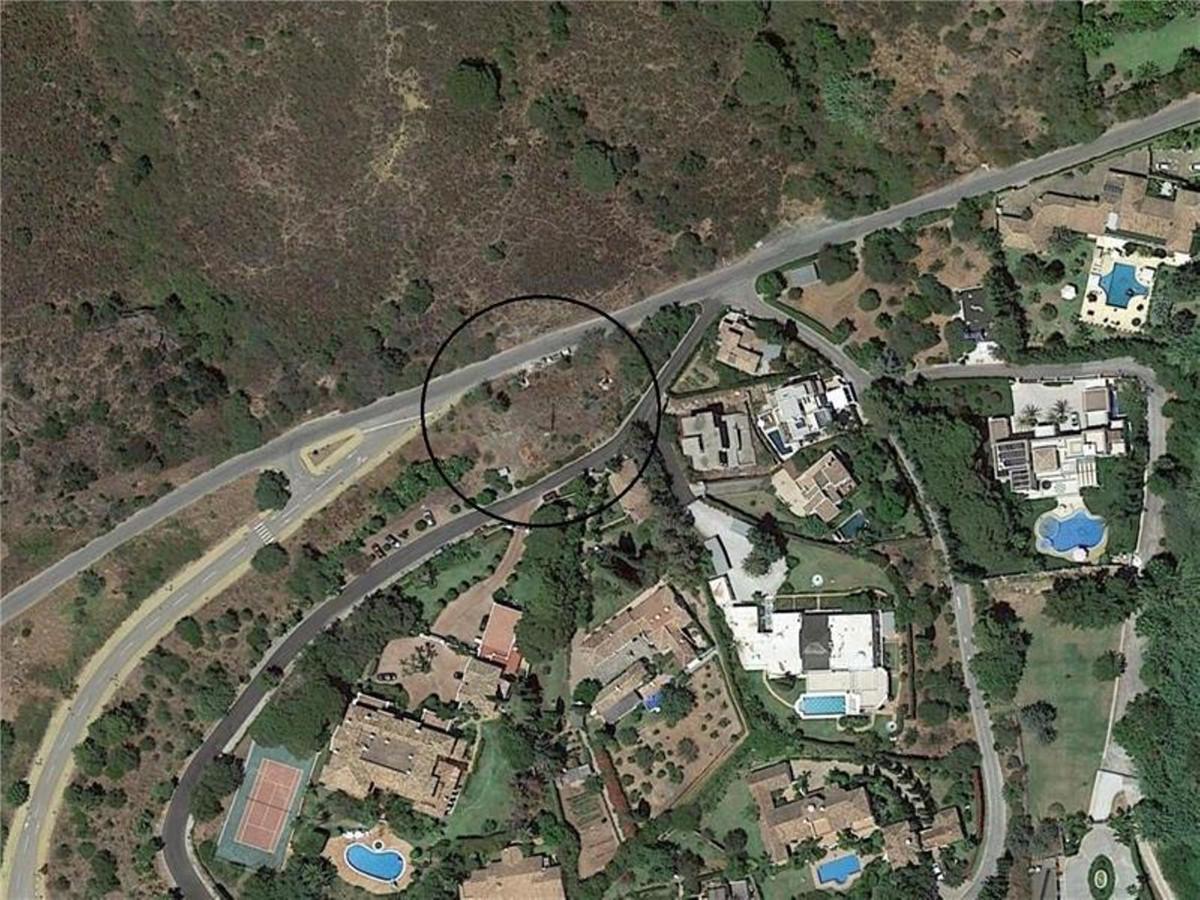 Commercial Plot, Nagueles, Costa del Sol. Garden/Plot 1007 m².  Setting : Close To Town. Ca,Spain