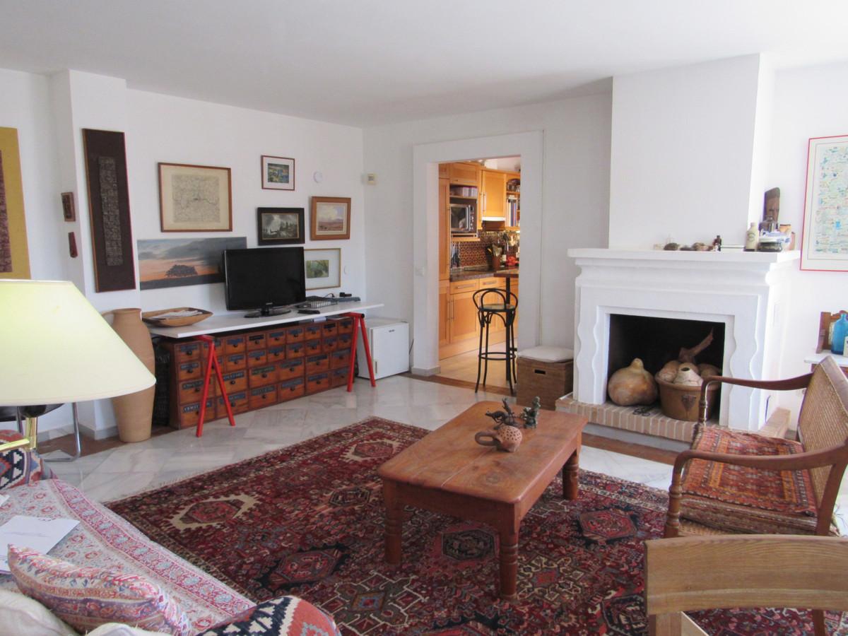 2 Bed Villa For Sale in El Madroñal, Benahavis