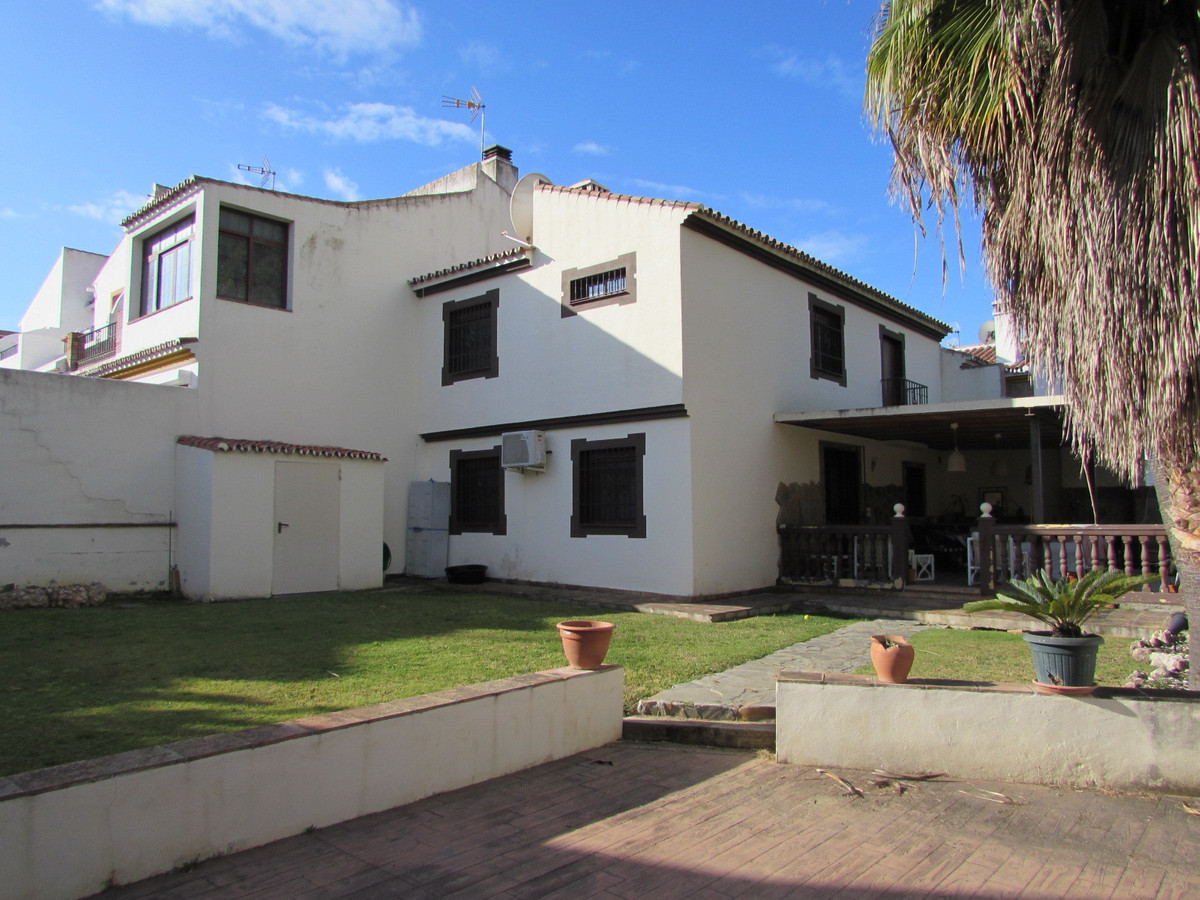 Townhouse in Atalaya R2715293