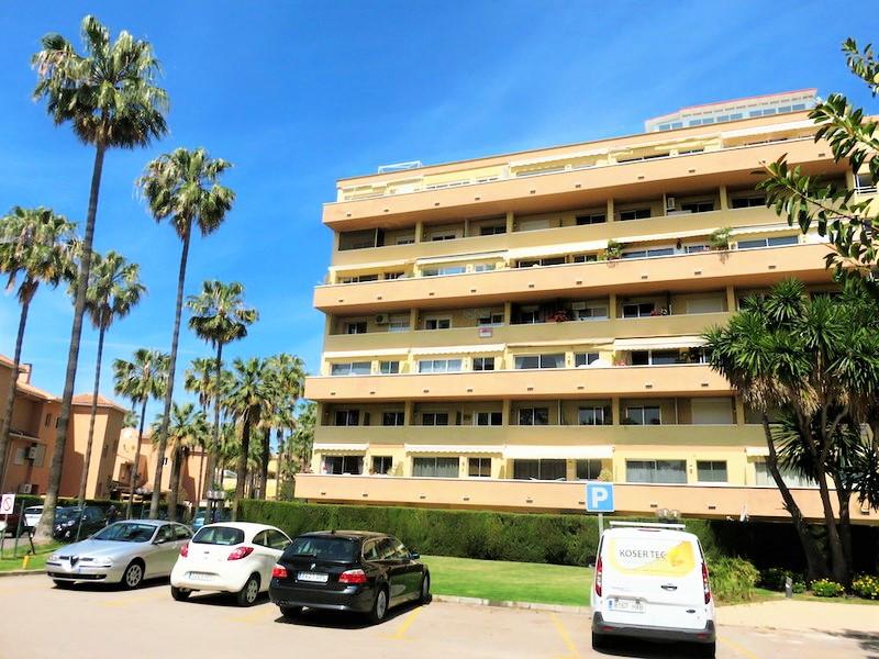 BANK OPPORTUNITY! Wonderful floor in ground floor in urbanization of Marbella known as Carib Playa. ,Spain
