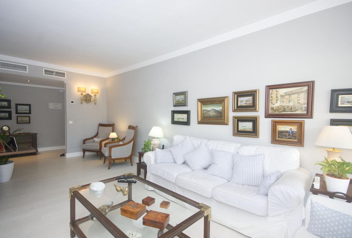 Apartamento con 4 Dormitorios en Venta Torremolinos