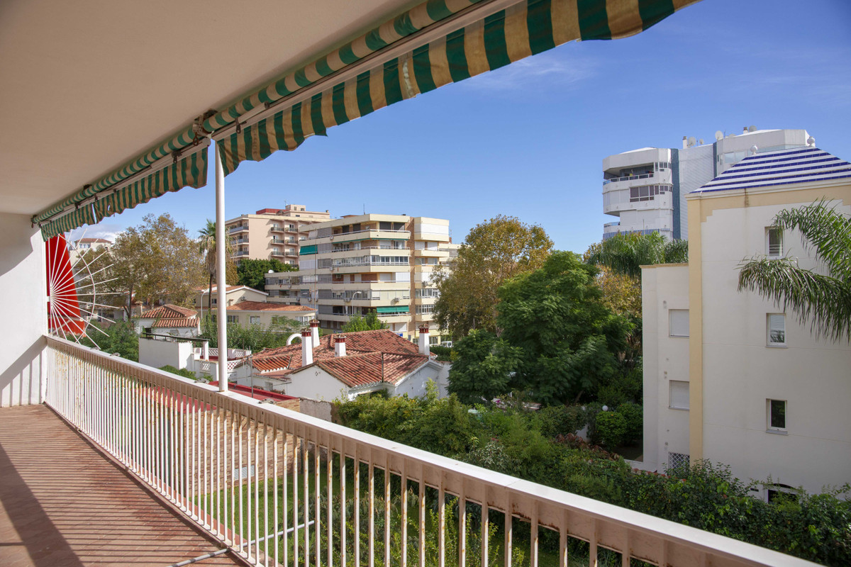 Middle Floor Apartment in Torremolinos R3255049