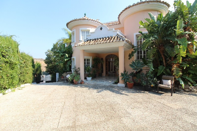 Large beautiful villa, with lots of opportunities to expand, large plot, nice entrance where you hav,Spain