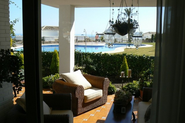 Nice townhuose in Benalmadena with a fantastic view to the see and a garden with pool. Three bedroom,Spain