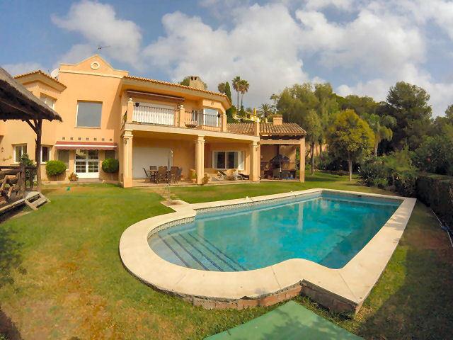 Detached Villa in Hacienda Las Chapas R2732798