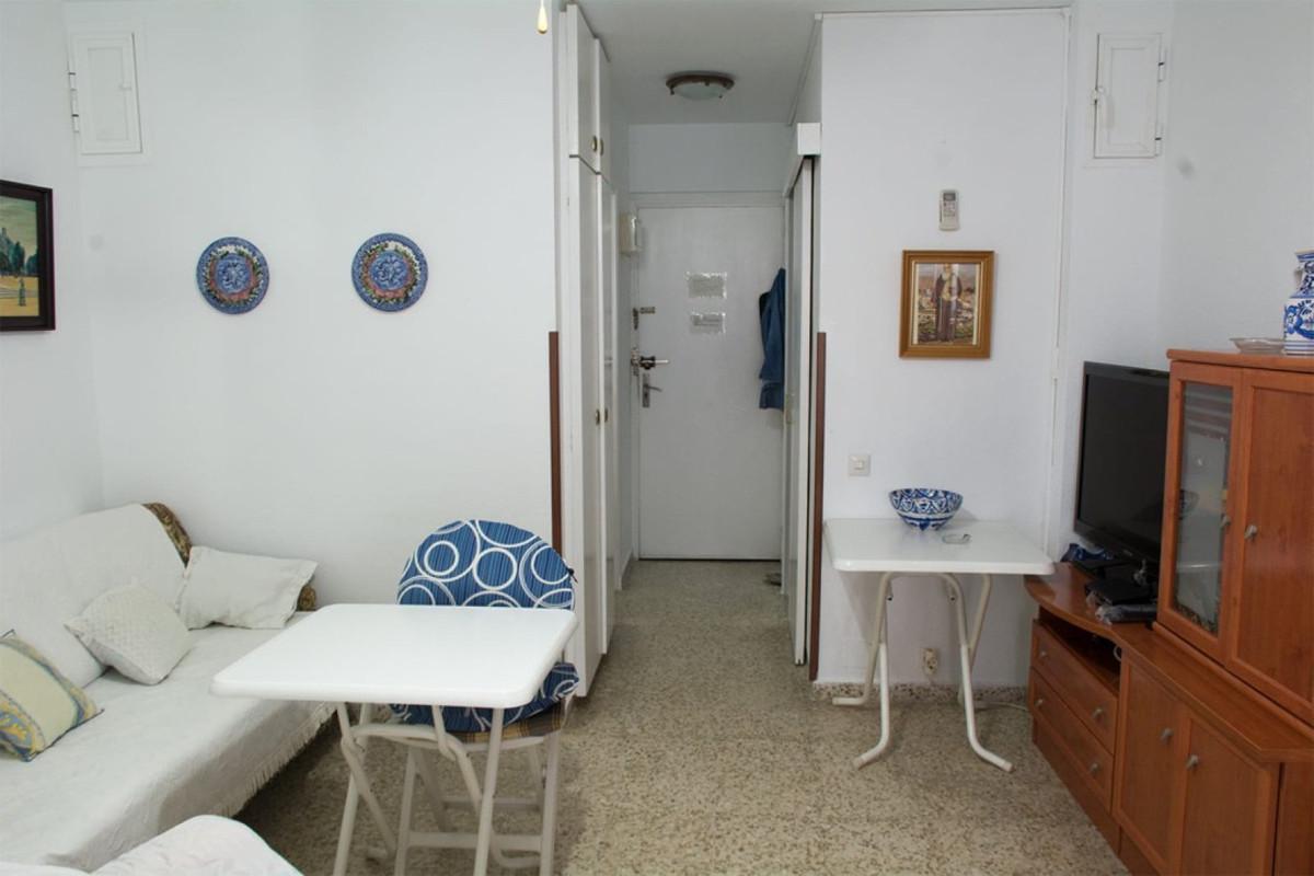 Middle Floor Studio, Benalmadena Costa, Costa del Sol. Built 30 m².  Setting : Town, Commercial Area,Spain