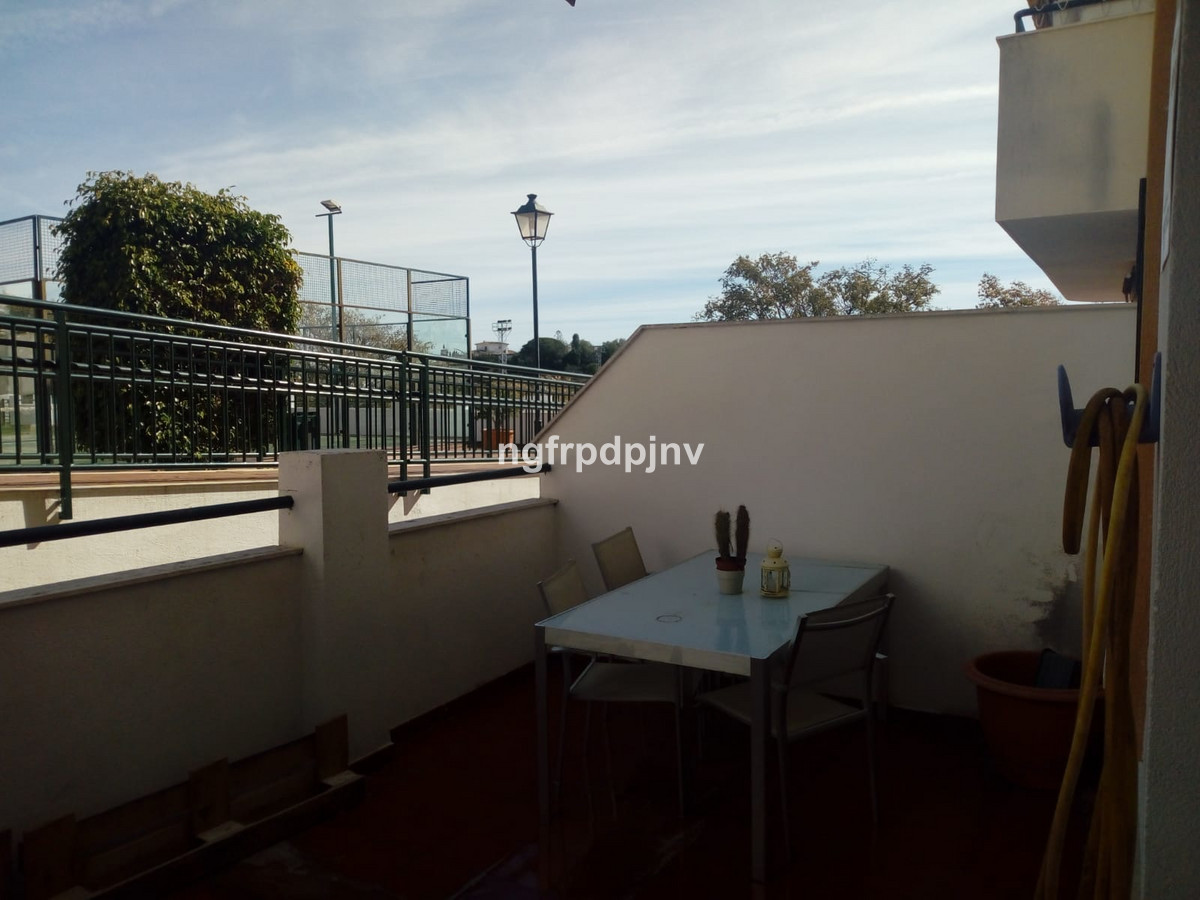 A ground floor apartment with independent  kitchen and separate utility room of 8 m2, large lounge, ,Spain