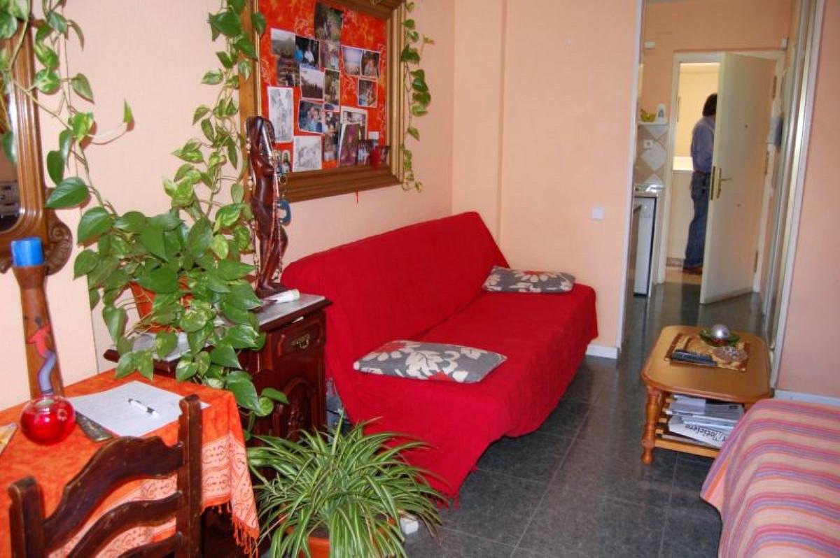 Middle Floor Studio, Benalmadena Costa, Costa del Sol. Built 32 m², Terrace 3 m².  Setting : Town, C,Spain