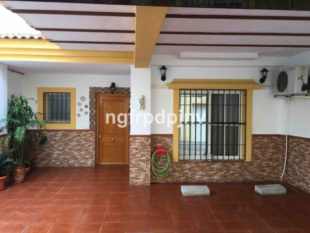 4 floor townhouse in Arroyo de la miel distributes as:  Basement of 60 m2, First floor- kitchen with,Spain