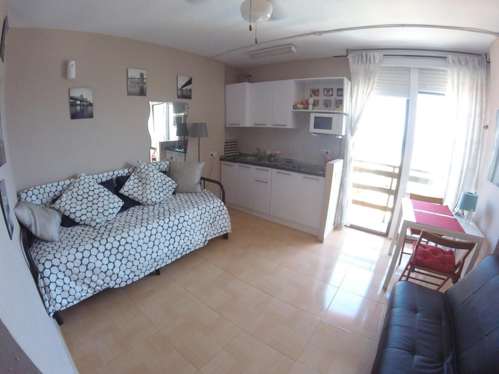 Middle Floor Studio, Benalmadena Costa, Costa del Sol. Built 25 m².  Setting : Town, Commer,Spain