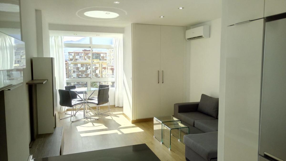 Middle Floor Studio, Benalmadena Costa, Costa del Sol. Built 33 m².  Setting : Town, Commercial Area,Spain