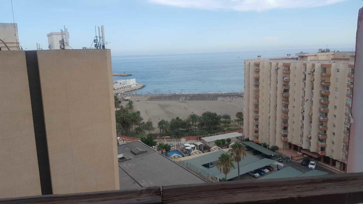 Avenida Alay. Piso junto a Puerto Marina, a menos de 5 minutos de la playa y del puerto deportivo. E,Spain