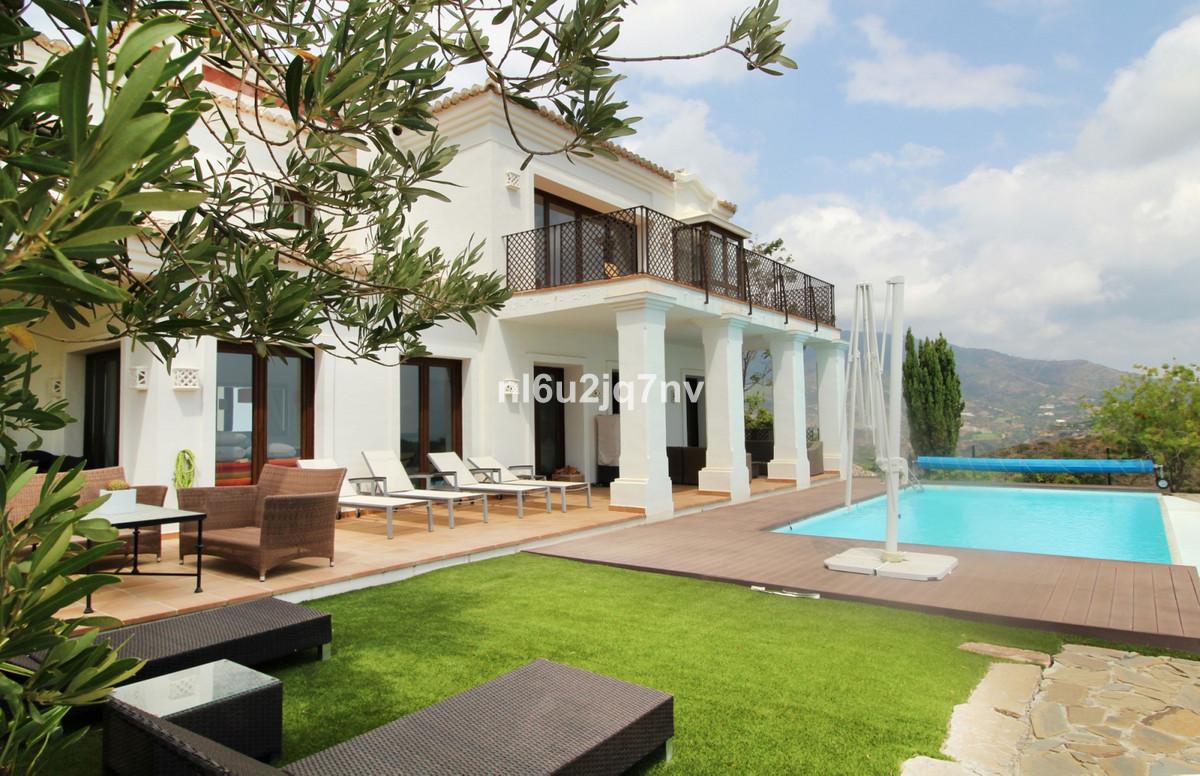 Ref:R3250426 Villa - Detached For Sale in Benahavís