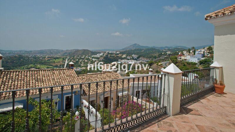 Ref:R3305245 Villa - Semi Detached For Sale in Benahavís