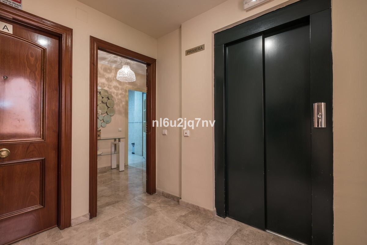 R2943977: Apartment in Nueva Andalucía