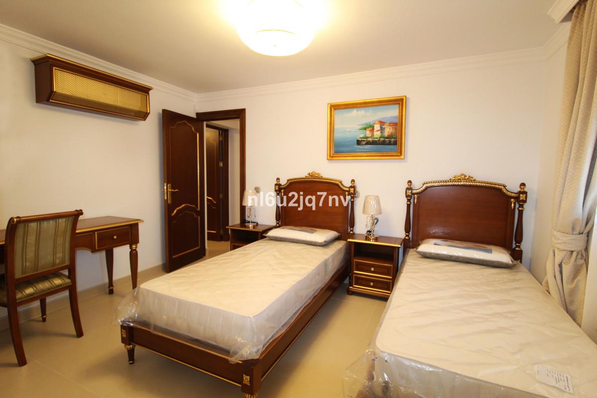 Villa con 8 Dormitorios en Venta Guadalmina Baja